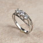 18k white gold three diamonds B6-140
